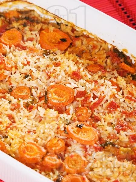 Ориз с моркови и домати на фурна - снимка на рецептата